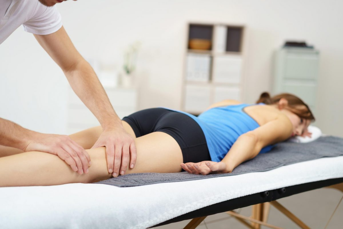 how to become a sports therapist uk